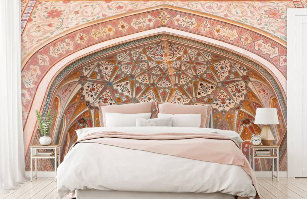 Monuments - Richly painted Indian arch - Bedroom 1